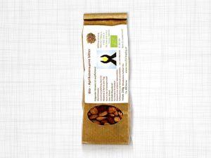 250 Gramm bittere BIO Aprikosenkerne, verpackt in einem Papiersäckchen.